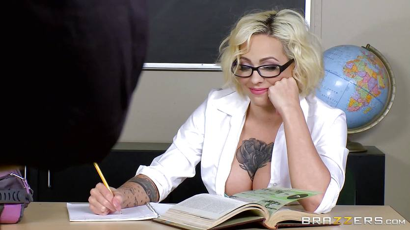 Harlow Harrison fucking the dean | PornTube ®