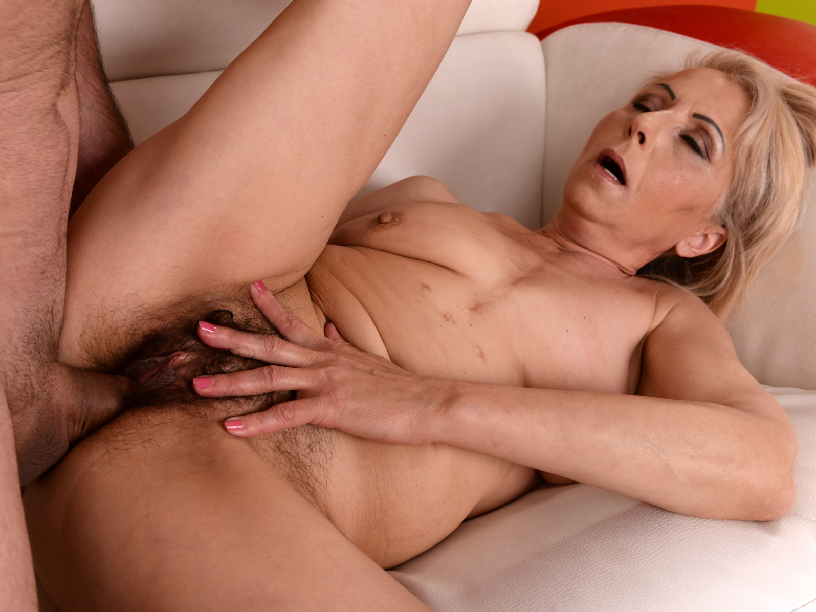 Hairy granny pussy fucked hard on GotPorn (5532847)
