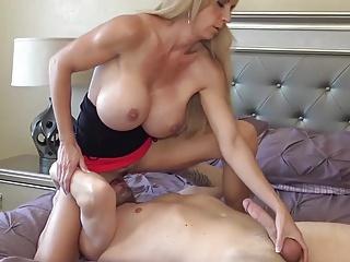 Husband away, let's fuck..