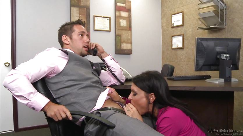 Hot boss Jessica Jaymes gives her employee some incentives