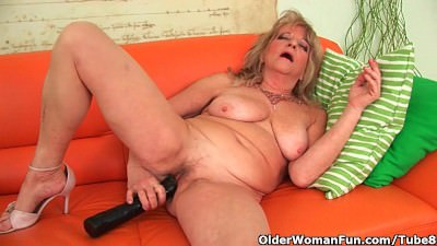 Grandmother with large breasts pushes huge dildo inside - Porn Video 622
