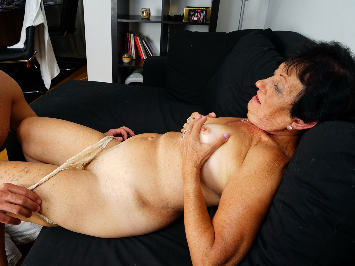 Amateur granny giving lame head and gets banged on GotPorn (5602451)