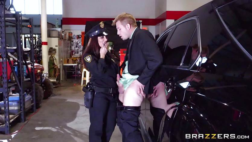 Hot cop Ava Addams takes advantage of a chance capture