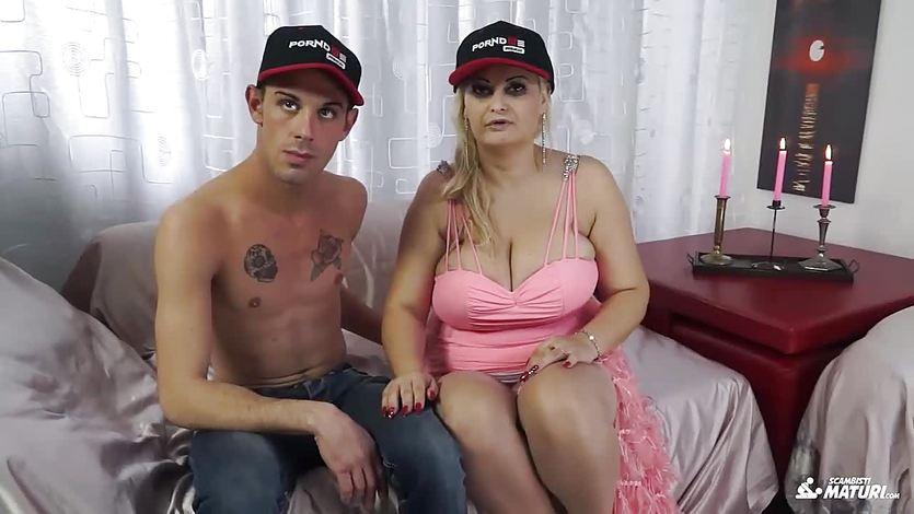 ScambistiMaturi - BBW Nadia getting her asshole licked