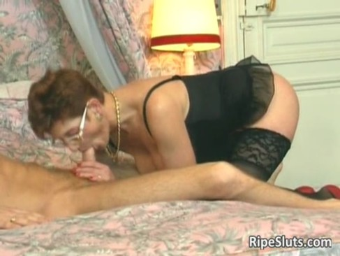 Slutty mature redhead gets that hairy