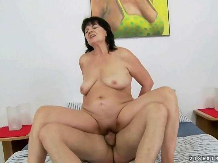 Young man loves chubby granny segment on GotPorn (4175515)