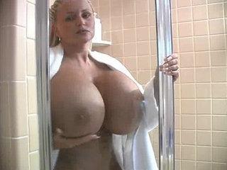 BB Gunns Shower Time - Big Tits porn