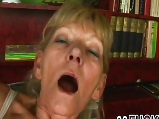 Granny mature horny pussy watered by young dick (New! 17 Nov 2016) - Sunporno