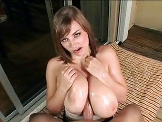 Heavy chested brunette does amazing titjob outdoor - Sunporno Uncensored