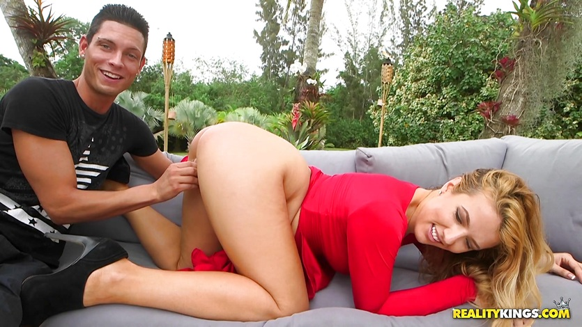 Lady in red Shauna Skye has her muff tamed outdoors