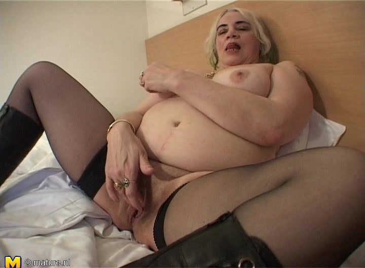 Hot Matured Bbw Stripteasing Showcasing Her Juicy Pussy