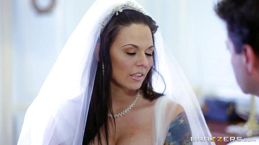 Cock hungry bride Simony Diamond