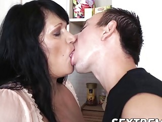 Rob handling Bubis junk in a kitchen with a master touch (New! 9 Dec 2016) - Sunporno