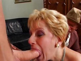 mature mom sc93