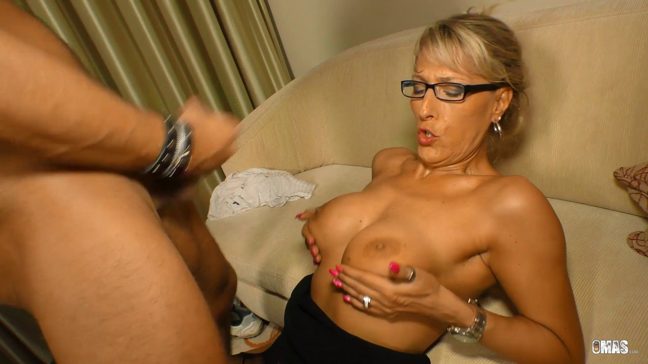 A Guy From The College Giving The Nerdy MILF A Nice Little Treatment