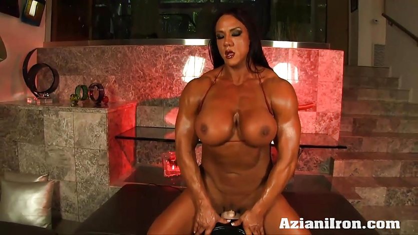 Huge fit Amber rides the Sybian