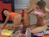 Nastoletnie lesbijki na podlodze